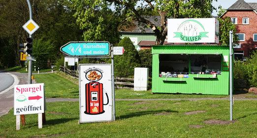 Verkaufsstand des Spargelhofs Schäfer an der B206 / Ecke Wahlstedter Straße
